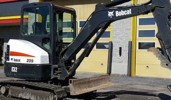 Pelle Bobcat e32 en location